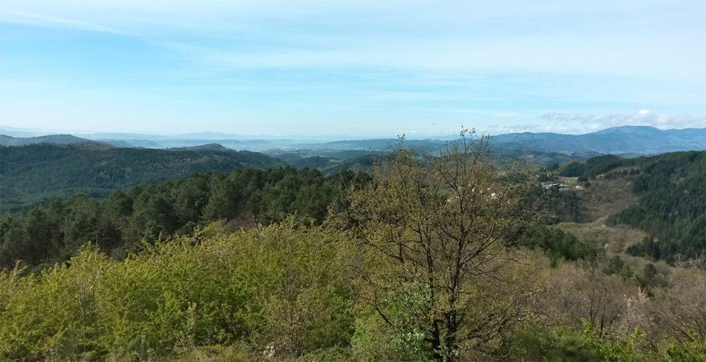 gite la maison en bois, vue sur la vallée d'Aubenas depuis Fougeyrolle