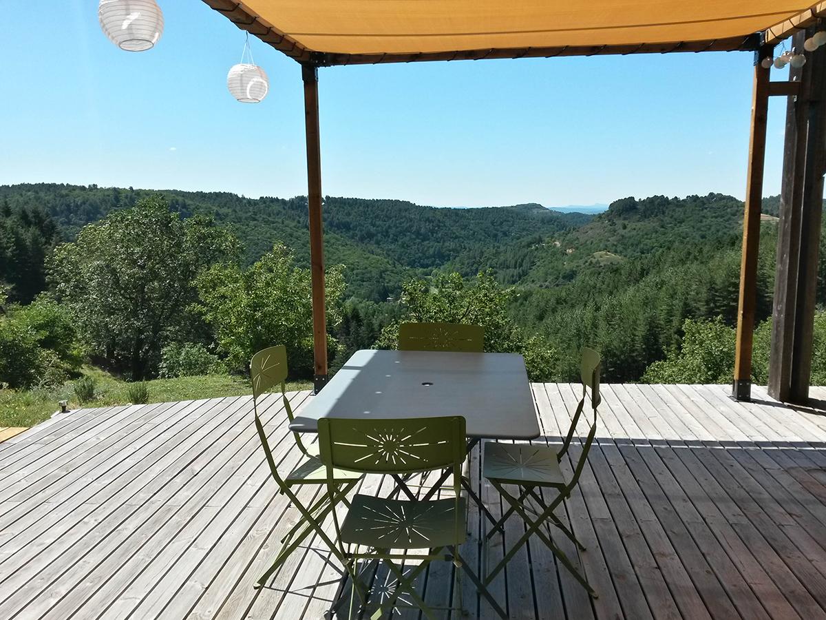 gite la maison en bois en Ardèche, vue depuis la grande terrasse