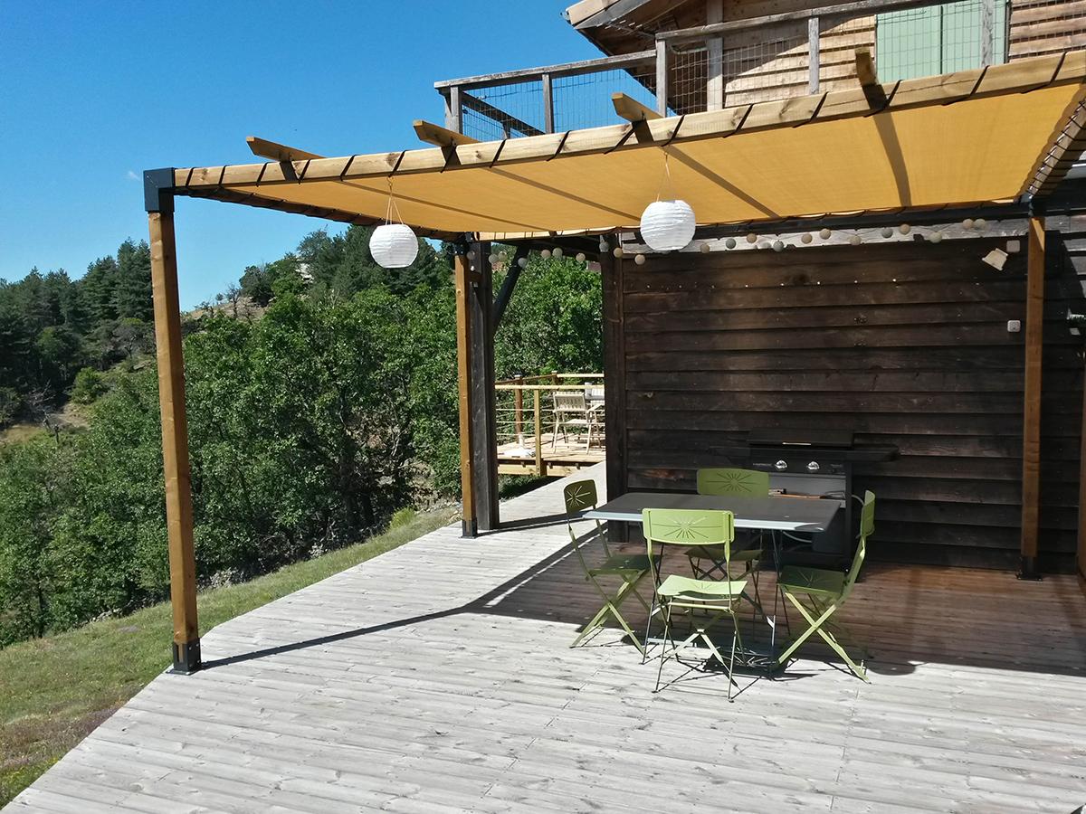 gite la maison en bois en Ardèche, la grande terrasse