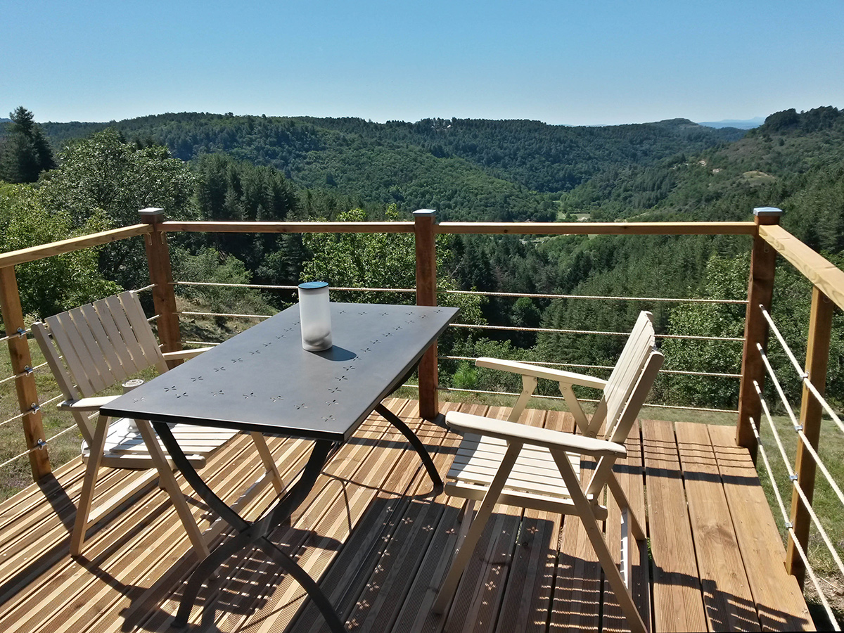 gite la maison en bois en Ardèche, la petite terrasse